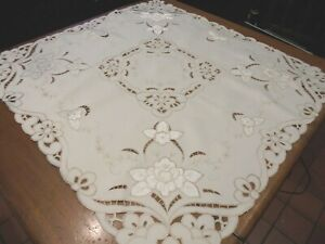 Pretty Vintage tablecloth. Embroidered pattern.