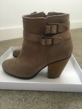 Vince Camuto Suede Ankle Boot With Side Zip 8.5 38.5