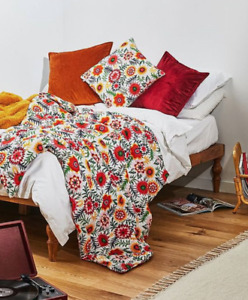 Urban Outfitters Orla Floral Quilted Bedspread Throw 152cm x127cm RRP £59