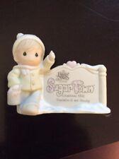 Precious Moments Figurine - pm 529567, Sugar Town - Sam Butcher Painting Sign M