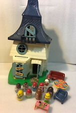 Vintage 1976 Weebles Haunted House w/11 People & 4 Pieces of Furniture- Hasbro