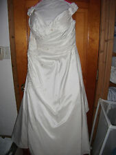 Venus wedding dress, a-line,v-neck,w/ ruching, ivory ,size 18W-22W w/ FREE VEIL