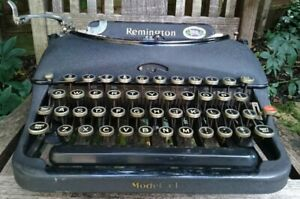 VINTAGE MADE IN CANADA REMINGTON MODEL 5T PORTABLE TYPEWRITER - SERVICED