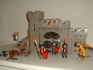Playmobil Castle Knights - Medieval Castle with Armoured Golden Dragon + Accesso