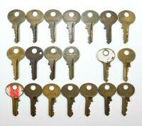 LOT of 19 Vtg MASTER Lock Oval Top Pad Lock Keys