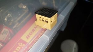 HORNBY Lineside Hut for Car Loading Bay or Turntable etc 00 GAUGE.