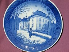 Royal Copenhagen 1975 the Queens Christmas Residence Collector Plate