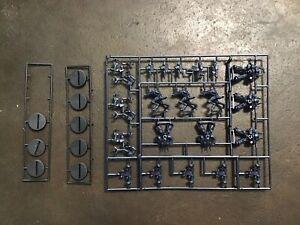 Space Crusade Warhammer 40k Games Workshop Mb Marines Du Chaos Generstealer