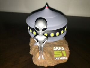 AREA 51 LAS VEGAS ALIEN & UFO SPACESHIP FIGURE W/REMOVABLE LID - FREE SHIPPING