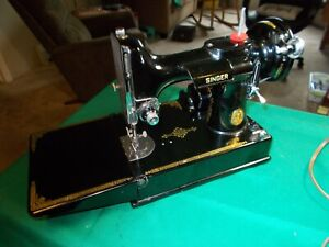 VINTAGE SINGER PORTABLE FEATHERWEIGHT SEWING MACHINE WITH CASE 1948