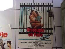 affiche 78 x 58 cms  film UN COUPLE EN FUITE ( Peter Fonda / Susan St James 1977