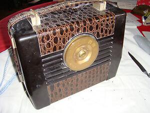 1948 RCA VICTOR GOLDEN THROAT RADIO-RETRO, VINTAGE, FAUX SNAKE SKIN, ART DECO !!