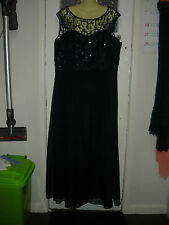 LADIES  DRESS SIZE L  FULLY LINED  WEDDING /FORMAL STUNNING CITY CHIC BRAND VGC