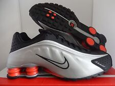 NIKE SHOX R4 BLACK-METALLIC SILVER-MAX ORANGE SZ 9.5 [104265-065]