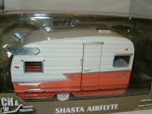 1/24 SHASTA 15` AIRFLYTE RETRO AMERICAN CARAVAN TRAILER `RED/WHITE ,GREENLIGHT.
