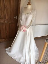 💖 BARDOT HOLLYWOOD LACE PEARL DREAMS WEDDING DRESS SIZE 12 SATIN FULL LENGTH 💖