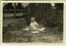 PHOTO ANCIENNE - ENFANT JEU TENNIS RAQUETTE HUMOUR - CHILD GAME-Vintage Snapshot