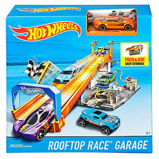 Hot Wheels Fold & Go Rooftop Race Garage with Car (DRB29) by Mattel