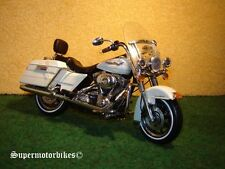1:12 Harley Davidson FLHRI Road King Weiss 2006 / 02520