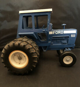 Vintage Ertl Ford 9600  3pt hitch - Repainted  1/16