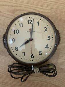 Vintage Art Deco McClintock Electric Wall Clock Brown Tan Works