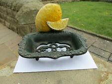 VINTAGE RUSTIC HEAVY METAL FOOTED SOAP DISH STAND SCREW ON/OFF LEMON BACK PLATE