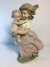 Lladro Figurine 6681 Playing Mom, Mint, Retired, Girl, Baby, original box (A)