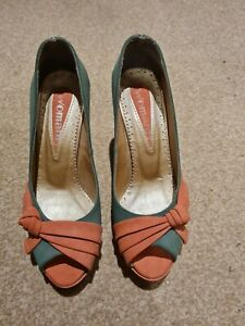 Ladies shoes size 4