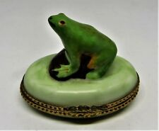 "LIMOGES FRANCE BOX ~VINTAGE FROG ON A ROCK~ LEAF CLASP ~TOAD~ ""MC"" ~ PEINT MAIN"
