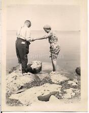 Cute Sr Couple Barefoot Couple Holding Hands FLORIDA KEYS Shore 2 1940s Photos
