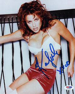 KARI WUHRER SIGNED AUTOGRAPHED 8x10 PHOTO VERY SEXY PSA/DNA