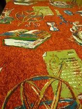 tissu ourlé de tous cotés rouge pour alcove livres bureau ??? jolies impressions