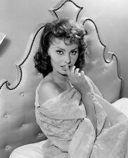 Sophia Loren UNSIGNED photo - P1610 - GORGEOUS!!!!!