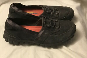 Women's Skechers relaxed fit shoes, Brown size 7 memory foam leather upper