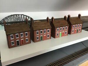 Job lot of 00 gauge terraced houses