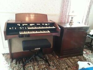 Hammond L122 Organ with Leslie Speaker - Vintage Musical Instrument, L100 Serie