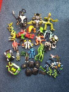 Large lot of Ben 10 figures/watches/accesories and bag
