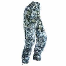 Pantalones con tirantes