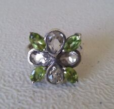 925 STERLING SILVER GREEN PERIDOT AND TOPAZ CLUSTER RING (US 7  UK O )