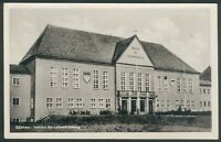 Postkarte Güstrow Institut für Lehrerweiterbildung mit FDJ Schild, s/w, 1955,RAR