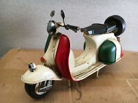 Italian Colours Tin Model Scooter Vespa Ideal For Adults and Children