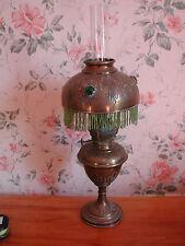 Ancienne lampe à pétrole dite parisienne à décor de feuilles