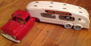 LOUIS MARX TRANSPORT D17 RED SEMI TRUCK CAB White TRiAILER Litho Car Auto Hauler