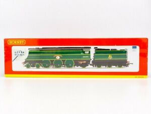 Hornby R2692 BR 4-6-2 Battle Of Britain Class Locomotive 34090 - Boxed