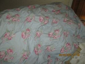 SIMPLY SHABBY CHIC Blue & Pink Cabbage Rose Ruffled Duvet- Twin Size NWOT