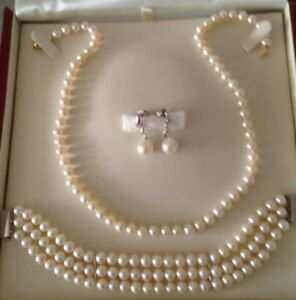 Freshwater Pearl Necklace, Bracelet & Earring Set. 18ct White & Yellow Gold