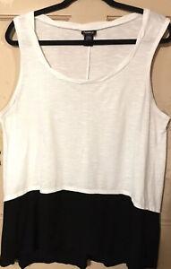 Torrid 1 (1X) Cute Black & White Pullover Knit Sleeveless Top Tank Style EUC