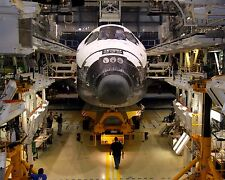 SHUTTLE ATLANTIS IN PROCESSING FACILITY FOR STS-129 - 8X10 NASA PHOTO (EE-095)