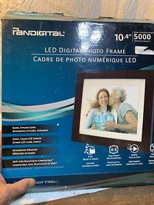 """Pandigital 10.4"""" LED Digital Photo Frame PL1002DW Brown Frame 5000 Images"""
