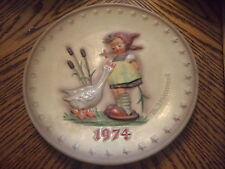 Goebel Hummel Annual Christmas Plate 1974 Goose Girl #267 No Box